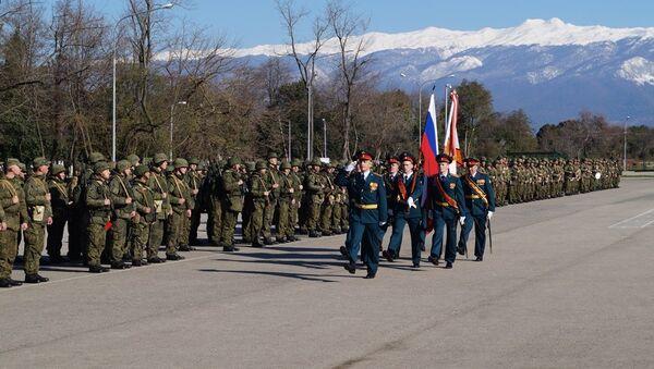 Около 1 тыс. новобранцев российской военной базы ЮВО в Абхазии примут участие в месячнике сплочения воинских коллективов - Sputnik Абхазия