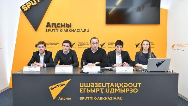Пресс конференция об учреждении волонтерского центра Апеипш - Sputnik Абхазия