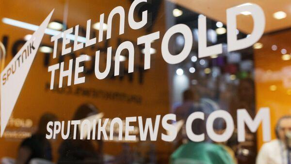 Слоган Telling the untold на студии международного информационного агентства и радио Sputnik. - Sputnik Аҧсны
