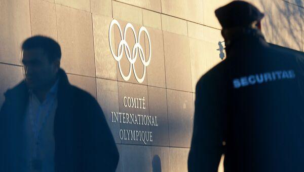 Олимпийский символ на здании штаб-квартиры Международного олимпийского комитета в Лозанне - Sputnik Абхазия