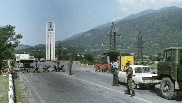 Абхазские ополченцы контролируют дорогу на Гагро-Бзыбском направлении. - Sputnik Абхазия