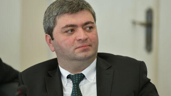 Депутат Астамур Логуа на первом заседании весенней сессии парламента Абхазии шестого созыва - Sputnik Аҧсны