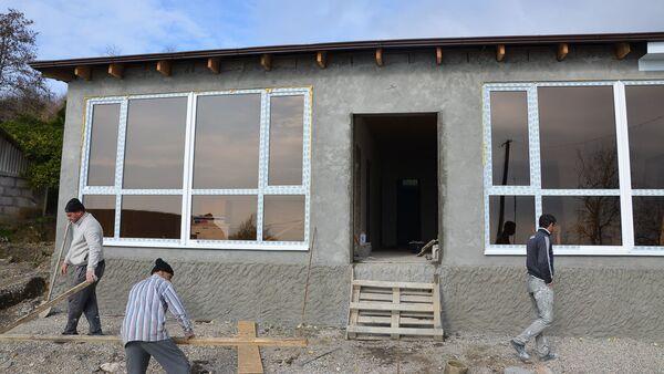 Восстановление домов пострадавших в результате взрыва в августе 2017 года в селе Приморское - Sputnik Абхазия