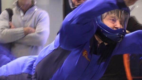 Супер бабушка взлетела в аэротрубе - Sputnik Абхазия