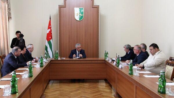 26 февраля Президент Республики Абхазии Рауль Хаджимба провел совещание с руководителями силовых ведомств - Sputnik Абхазия