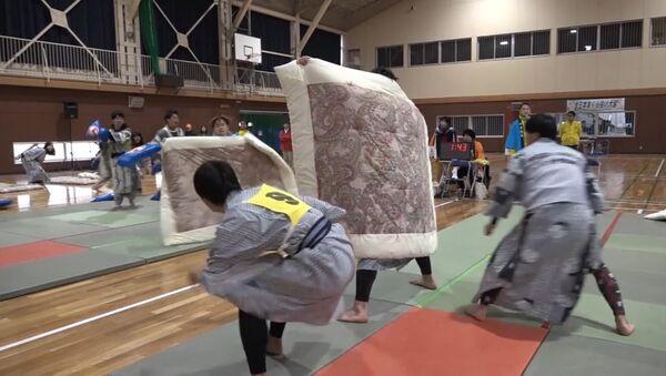 Бои на подушках - профессиональный вид спорта в Японии - Sputnik Абхазия
