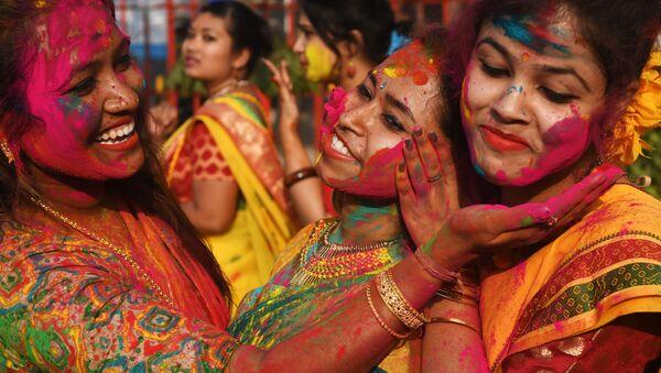 Участники фестиваля Холи в Индии - Sputnik Абхазия