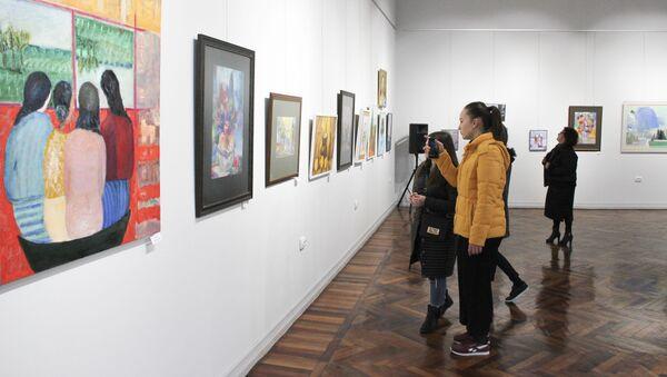 Весенняя выставка Союза художников Абхазии, приуроченная к Международному женскому дню, в Центральном выставочном зале - Sputnik Аҧсны