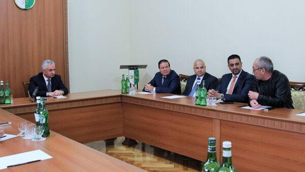 Президент Республики Абхазия Рауль Хаджимба во время встречи с депутатами Палаты Представителей Иорданского Хашимитского Королевства - Sputnik Абхазия