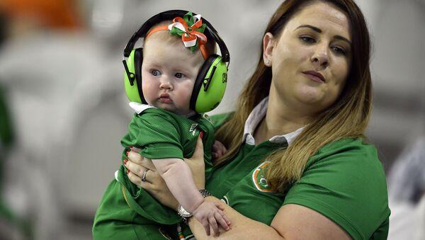 Ирландская мама с младенцем - Sputnik Абхазия