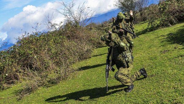 Российские разведчики ЮВО в горах Абхазии прошли одномесячный курс по выполнению учебно-боевых задач в составе подразделений - Sputnik Аҧсны
