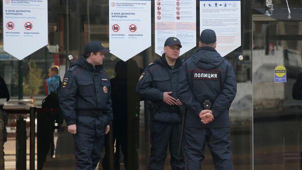 Сотрудники правоохранительх органов дежурят на железнодорожной станции - Sputnik Абхазия
