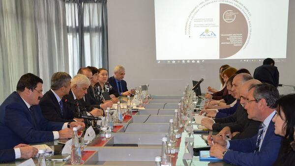 Заседание экспертного совета Международного объединения содействия развитию абазино-абхазского этноса Алашара - Sputnik Аҧсны