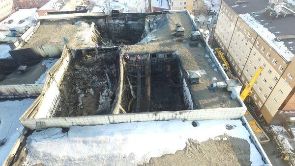 Повреждения ТЦ Зимняя вишня вследствие пожара. Кадры с дрона - Sputnik Абхазия