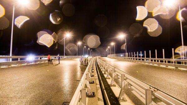Пробное включение освещения на Крымском мосту - Sputnik Абхазия