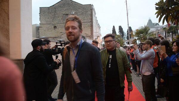 Зажигая звезды: кадры с открытия Сухумского международного кинофестиваля - Sputnik Абхазия