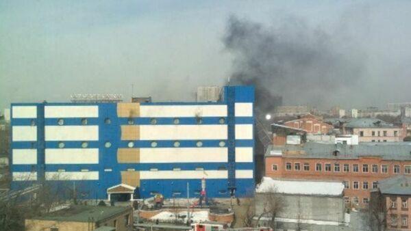 На востоке Москвы загорелся ТЦ Персей - Sputnik Аҧсны