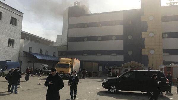 Один человек погиб при пожаре в ТЦ Персей в Москве - Sputnik Аҧсны