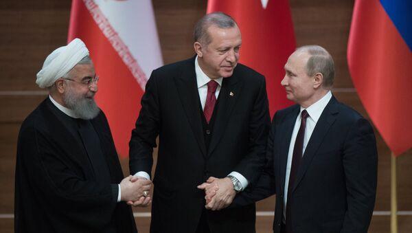 Президент РФ Владимир Путин, президент Турецкой Республики Реджеп Тайип Эрдоган и президент Исламской Республики Иран Хасан Рухани - Sputnik Аҧсны