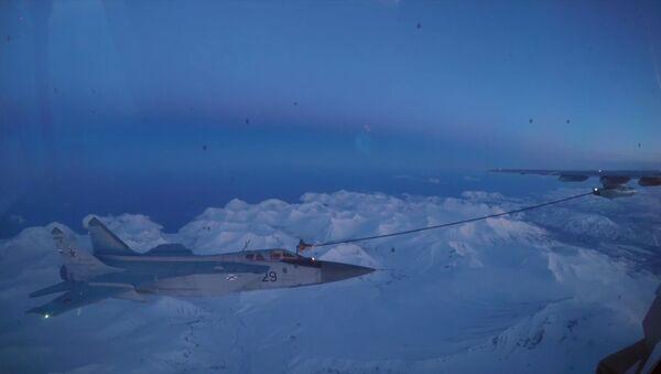 Ночная дозаправка истребителей-перехватчиков МИГ-31 в небе над Камчаткой - Sputnik Абхазия