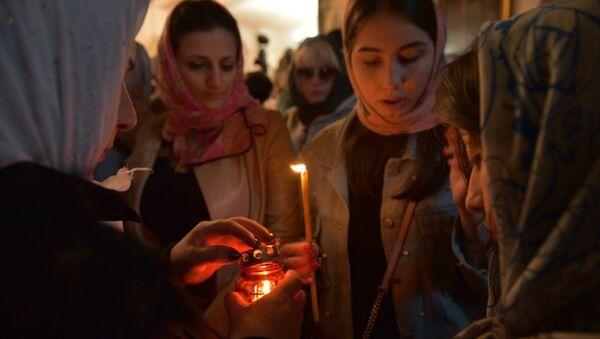 Абхазские паломники передают Благодатный огонь в Сухумский Кафедральный Собор - Sputnik Абхазия
