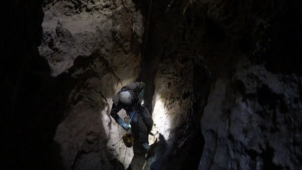 Спуск в пещеру Веревкина - Sputnik Аҧсны