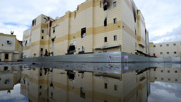 Здание торгового центра «Зимняя вишня» после пожара - Sputnik Абхазия