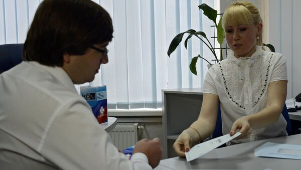 Выдача российских полисов ОМС в Симферополе - Sputnik Абхазия