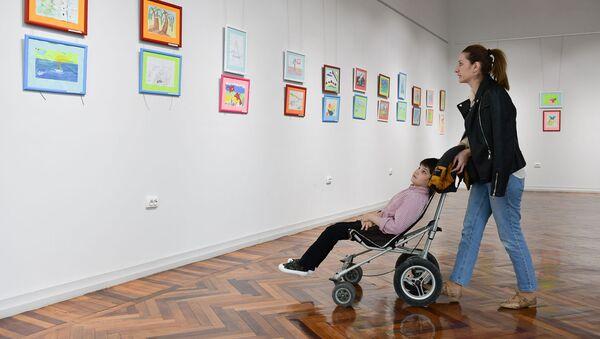 Выставка работ детей детского реабилитационного центра в ЦВЗ - Sputnik Абхазия