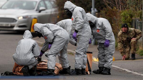 Британские военнослужащие во время следственных мероприятий, связанных с отравлением бывшего полковника ГРУ Сергея Скрипаля - Sputnik Абхазия