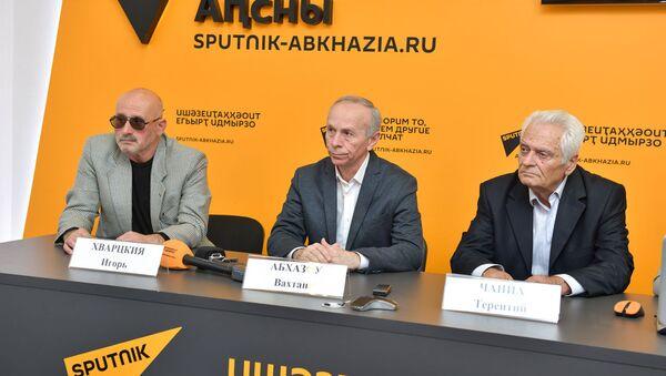 Пресс-конференция по презентации сборника стихов современных абхазских поэтов - Sputnik Аҧсны