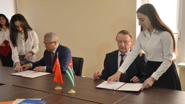 Встреча в АГУ с китайской делегацией - Sputnik Аҧсны