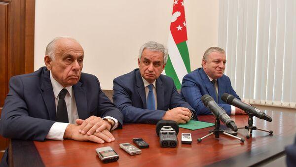 Представление нового премьер министра Гагулия Геннадия кабинету министров - Sputnik Аҧсны