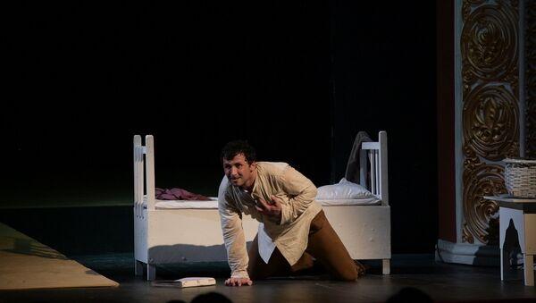 Носорожья истина: как прошла премьера Носорогов в Абхазском драмтеатре - Sputnik Абхазия