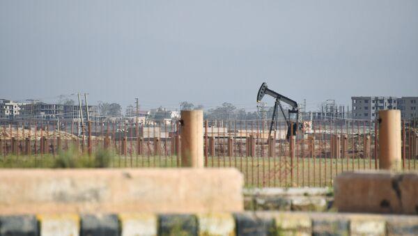 Нефтяная скважина на окраине Дейр-эз-Зора - Sputnik Абхазия
