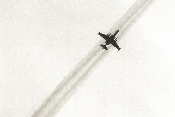 26 апреля штурмовик Су-25 ВВС Грузии разбомбил Гудауту. В заявлении ВС Абхазии эта акция расценена как свидетельство прежнего стремления руководства Грузии делать ставку на силовое решение проблемы грузино-абхазских взаимоотношений. - Sputnik Абхазия