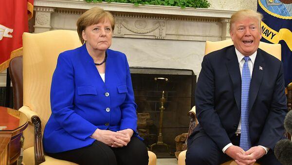 Президент США Дональд Трамп и канцлер Германии Ангела Меркель во время встречи в Вашингтоне - Sputnik Абхазия