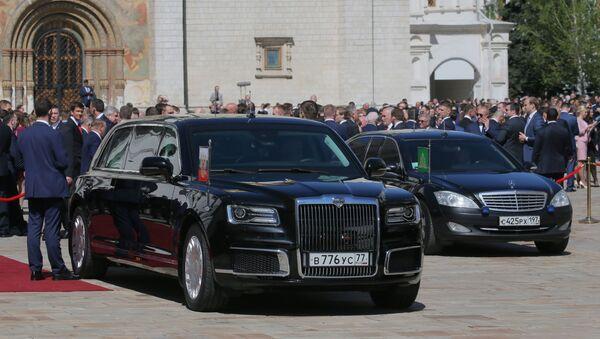 Автомобиль Aurus кортежа президента РФ на Соборной площади Московского Кремля - Sputnik Абхазия