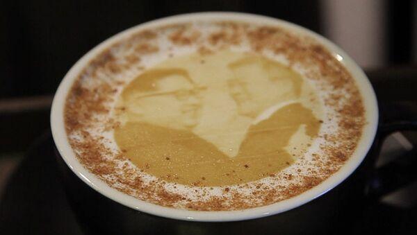 Кофе с изображением лидеров Корей появилось в одной из кофеен Кореи - Sputnik Абхазия