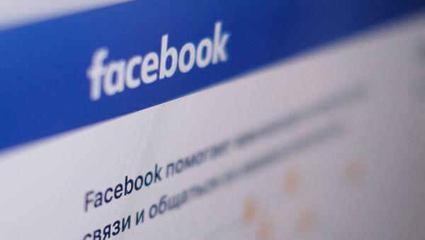 Страница социальной сети Фейсбук на экране компьютера - Sputnik Абхазия