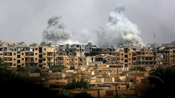 Дым после авиаудара сил коалиции - Sputnik Абхазия