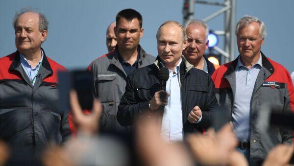 Президент РФ Владимир Путин выступает на митинге-концерте по случаю открытия автодорожной части Крымского моста - Sputnik Абхазия