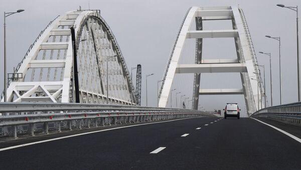 Автомобильное движение по автодорожной части Крымского моста - Sputnik Абхазия