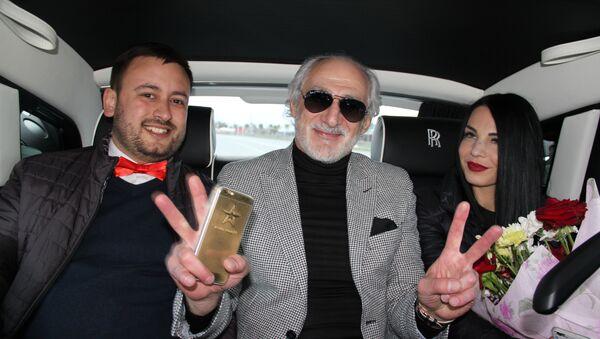 Прогулка на «Роллс-Ройсе» с Ахриком Цвейбой. - Sputnik Абхазия