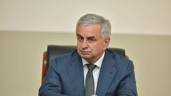 Рауль Хаджимба на торжественном заседании к 25-летию МИД Абхазии в Кабинете Министров 17 мая - Sputnik Аҧсны