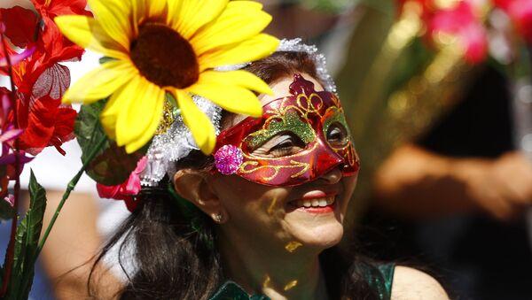 Участница карнавала культур в Берлине, Германия - Sputnik Абхазия