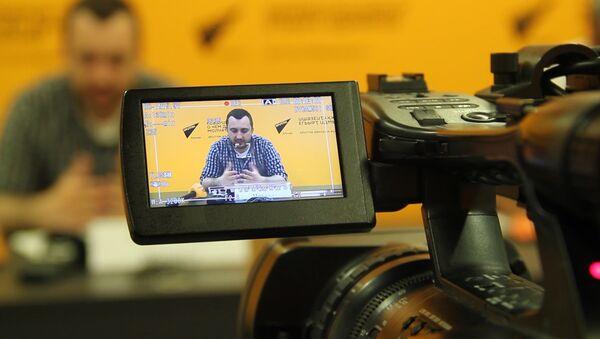 Плей-офф и злободневные шутки:  генпродюсер КВН Абхазии рассказал, о новом сезоне премьер-лиги - Sputnik Абхазия