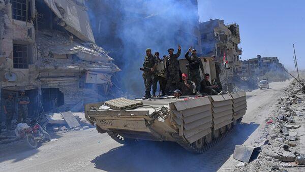 Военнослужащие сирийской армии на БМД-1 в освобожденном лагере палестинских беженцев Ярмук на юге Дамаска - Sputnik Аҧсны