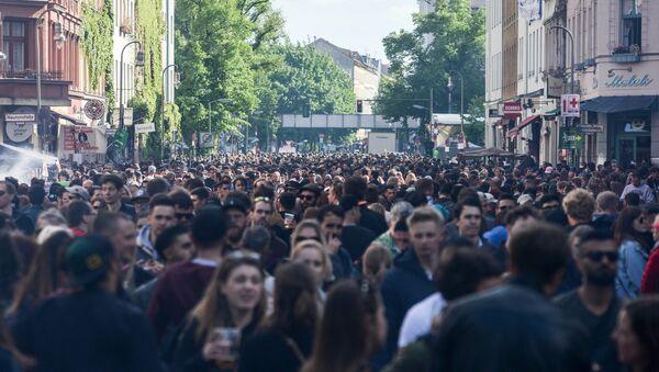Беспорядки во время первомайской демонстрации в Берлине - Sputnik Абхазия