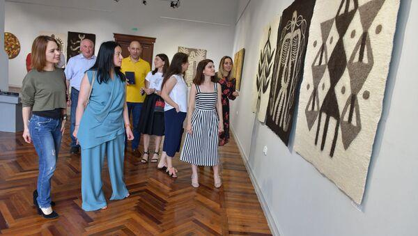 Выставка Сквозь время открылась в Сухуме - Sputnik Абхазия